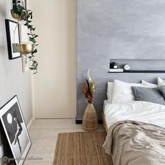 ナチュラルインテリア/海外インテリア/北欧インテリア/モノトーンインテリア/寝室インテリア 主寝室のベッドまわり。モノトーンとナチュ…