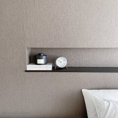 北欧インテリア/北欧雑貨/ニッチ/主寝室/モノトーンインテリア/海外インテリア 置時計は普段主寝室のニッチに置いています…