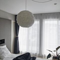 主寝室/寝室インテリア/モノトーンインテリア/北欧インテリア/海外インテリア/ペンダントライト 主寝室のライトはIKEAの提灯みたいな激…