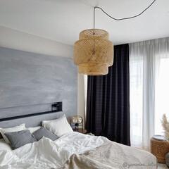 IKEA/ペンダントライト/海外インテリア/主寝室/寝室インテリア/ベッドルーム IKEAの竹製ペンダントライトは思ってい…