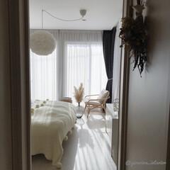 主寝室/主寝室インテリア/寝室インテリア/モノトーンインテリア/北欧インテリア/北欧雑貨/... 二階廊下から主寝室の入口を撮ったところ。…