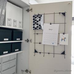 モノトーンインテリア/IKEA/イケア/カレンダー/扉裏/カップボード収納 カップボードの扉裏です。ここにはIKEA…(1枚目)