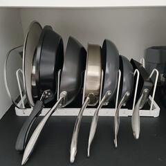 フライパン収納/収納/キッチン収納/tower/フライパンスタンド/モノトーンインテリア 我が家のフライパン収納です。TOWERの…