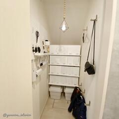 ニトリ収納/IKEA収納/イケア収納/無印良品収納/日用品収納/壁掛けフック/... 日用品を収納している小部屋、全体図です。…