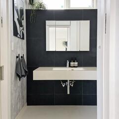 洗面台/洗面所/洗面所インテリア/モノトーンインテリア/海外インテリア/北欧インテリア 我が家の洗面所。洗面台、壁のタイル、水栓…
