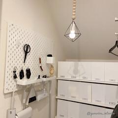 セリア/ダイソー/100均アレンジ/100均DIY/ペンダントライト風/日用品収納/... 日用品収納をしている小部屋。ここは照明が…