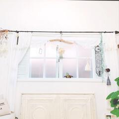 ティンパネル/アンティーク/万年カレンダー/リース/流木リメイク/ホワイトシャビー/... DIYした窓が、夕陽でサクラ色に(*´︶…