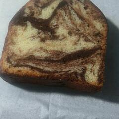 マーブル/パウンドケーキ 焼き上がったマーブルパウンドケーキです