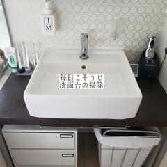 掃除/弾き/撥水コーティング/輝き洗剤キーラ/洗面台/洗面台の掃除/... こんばんは😃🌃 . . 今日のこそうじは…