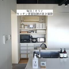キッチン収納/キッチン収納棚/整理整頓/洗って使えるペーパータオル/アルカリ電解水/キッチン背面収納の拭き掃除/... こんばんは🌃 . . 今日のこそうじは、…(1枚目)