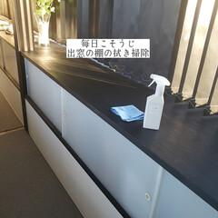 掃除/アルカリ電解水/フローリング用おそうじクロス/そうじの神様/出窓の棚の拭き掃除/拭き掃除/... こんばんは🌃 . . 今日のこそうじは、…