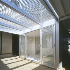 名古屋/エキスパンドメタル バスルームに面する庭、上部はテラス。