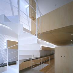 名古屋/吸音/折れ戸 玄関と吹抜、上階は寝室。