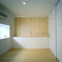 名古屋/折れ戸 吹抜に面する寝室。