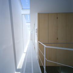 名古屋/ファインフロア/トップライト トップライトからの光が透過する床を通して…