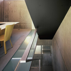 大井町/狭小/店舗併用 地下への階段と手摺。