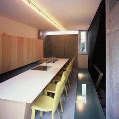 大井町/店舗/ガラス床 ガラス床から地下空間に光を導く。