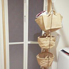 着替え/脱衣場/DIY/100均/セリア/収納 家族分の着替え入れ。  狭い脱衣場には着…