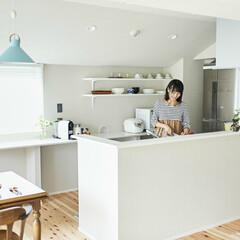 オープンキッチン/収納/カウンター/スギのフローリング オープンキッチンは料理をしながら家族との…
