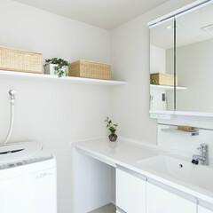 収納力/作業カウンター/白/清潔感 収納力のある洗面台はカウンターも長く作業…
