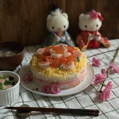 桃の花/木目調壁紙/はまぐりのお吸い物/茶碗蒸し/ひな祭り/ちらし寿司ケーキ 今日はひな祭り🎎  ちらし寿司ケーキを作…