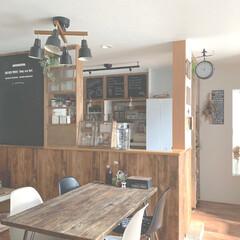 ウォルナット/棚DIY/黒板アート/サヴウェイ風壁紙/木目調壁紙/男前ナチュラル/... 初めての投稿です  ダクトレールペンダン…