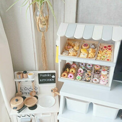 インテリア/賃貸インテリア/モノトーン/DIY/お店屋さんごっこ/おままごとキッチン 残ってた端材で作ったスイーツケースと、色…