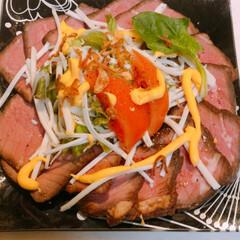 肉料理/ローストビーフ お友達から頂いたローストビーフ🥩 柔らか…