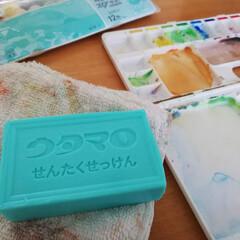 ウタマロ/洗たく石鹸/汚れ落ち/絵の具/パレット/水入れ/... ウタマロせんたく石鹸が、絵の具汚れに良い…
