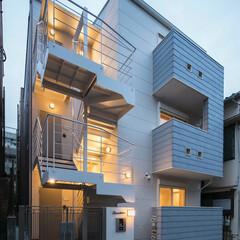 LIMIAな暮らし/建築/住まい/建築物/建築デザイン/建築家/... ホワイト&グレー、猫と住む集合住宅外観 …