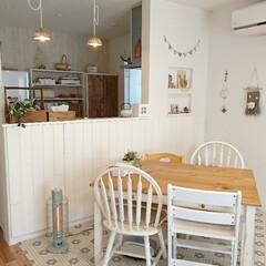 初投稿/インテリア/カウンターテーブル/2wayダイニングテーブル/リビング/白×茶/... 初投稿です(*^^*)  我が家のリビン…