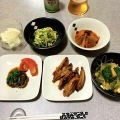 簡単レシピ/晩ごはん/ダイエット食/低糖質/晩酌ご飯/おうちごはん/... 晩酌ご飯です。 豆腐ハンバーグ。手羽中の…