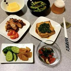 晩ごはん/晩酌ご飯/おうちごはん/節約/簡単/時短レシピ/... 晩酌ご飯です。 豚ロースのみそ漬け。厚揚…