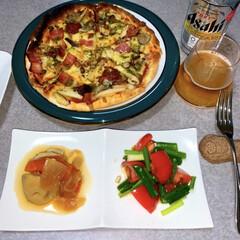 作り置き/晩酌ご飯/おうちごはん/簡単/暮らし/節約 晩酌ご飯です。 ピザ。トマトと万能ねぎの…