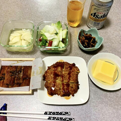 作り置き/晩酌/おうちごはん/簡単/暮らし/節約 晩酌ご飯です。 広島お好み焼き天。鰻の山…