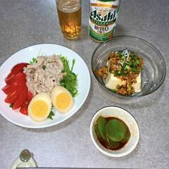 晩酌ご飯/ダイエット食/糖質控えめ/節約/簡単/ラク家事 晩酌ご飯です。 豆腐納豆かけ。刺身こんに…
