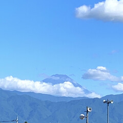 ダイソーアイテム/ダイソーパトロール/ダイソー大好き/新発売アイテム/近所のダイソー 今日と昨日の富士山です😊
