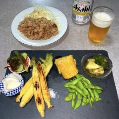晩ご飯/枝豆/とうもろこし/ダイエット食/糖質控えめ/暮らし/... 晩酌ご飯です。 豚肉炒め、キャベツの千切…