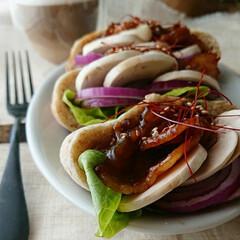 サタルニア チボリ オーバルプレート 23cm(皿)を使ったクチコミ「朝ごはん 🔸焼き肉ピタパン  レタスとマ…」