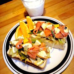 ランチタイム/サーモンサンドイッチ/野菜たっぷり/おうちごはん/ランチ/手作りごはん/... (1枚目)