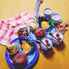 ワンプレート/チキンサラダ/リンゴ/イチゴ♪/ヨーグルト/カフェオレ/... 昨日のパン活の戦利品のベーグル‼️ 季節…
