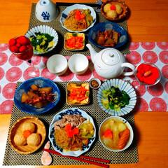 さくらごはん/たち吉/和食器/人参のしりしり/車麩/ポトフ/... 車麩が入ったすき焼き風煮物。 母の味です…