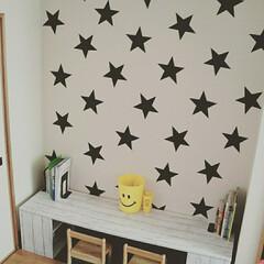 子供部屋/DIY/アクセントウォール/黒板シート/100均/ダイソー/... 100均の黒板シートを使って子供部屋のア…