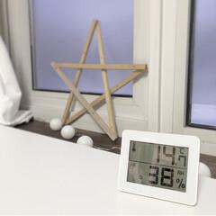 ヤザワ デジタル温湿度計 DO01 WH・ホワイト(湿度計)を使ったクチコミ「日中に外出していて、帰宅後の温度と湿度。…」(1枚目)