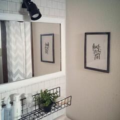 洗面所/賃貸/リフォーム/DIY/100均/セリア/... 洗面所にワイヤーネットの棚を設置し、 2…