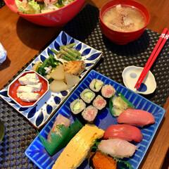 おうちごはん/母の日 母の日でお寿司買ってきてくれました❤️ …