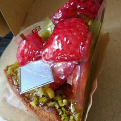 令和元年フォト投稿キャンペーン/令和の一枚/フォロー大歓迎/至福のひととき いちごとピスタチオのケーキ 美味しかった😍(1枚目)
