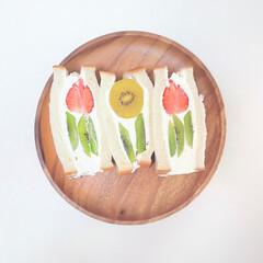 アカシアトレーラウンド 21943(皿)を使ったクチコミ「流行りのフラワーサンドを おうちでも作っ…」