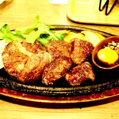 厚切り/ステーキ/熱々/鉄板/肉好き/ボリューム/... 厚切りステーキ 柔らかくてボリュームも満…