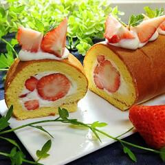 「苺ロールケーキ」(1枚目)